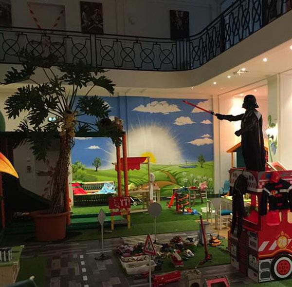 fresque magasin de jeux pour enfants