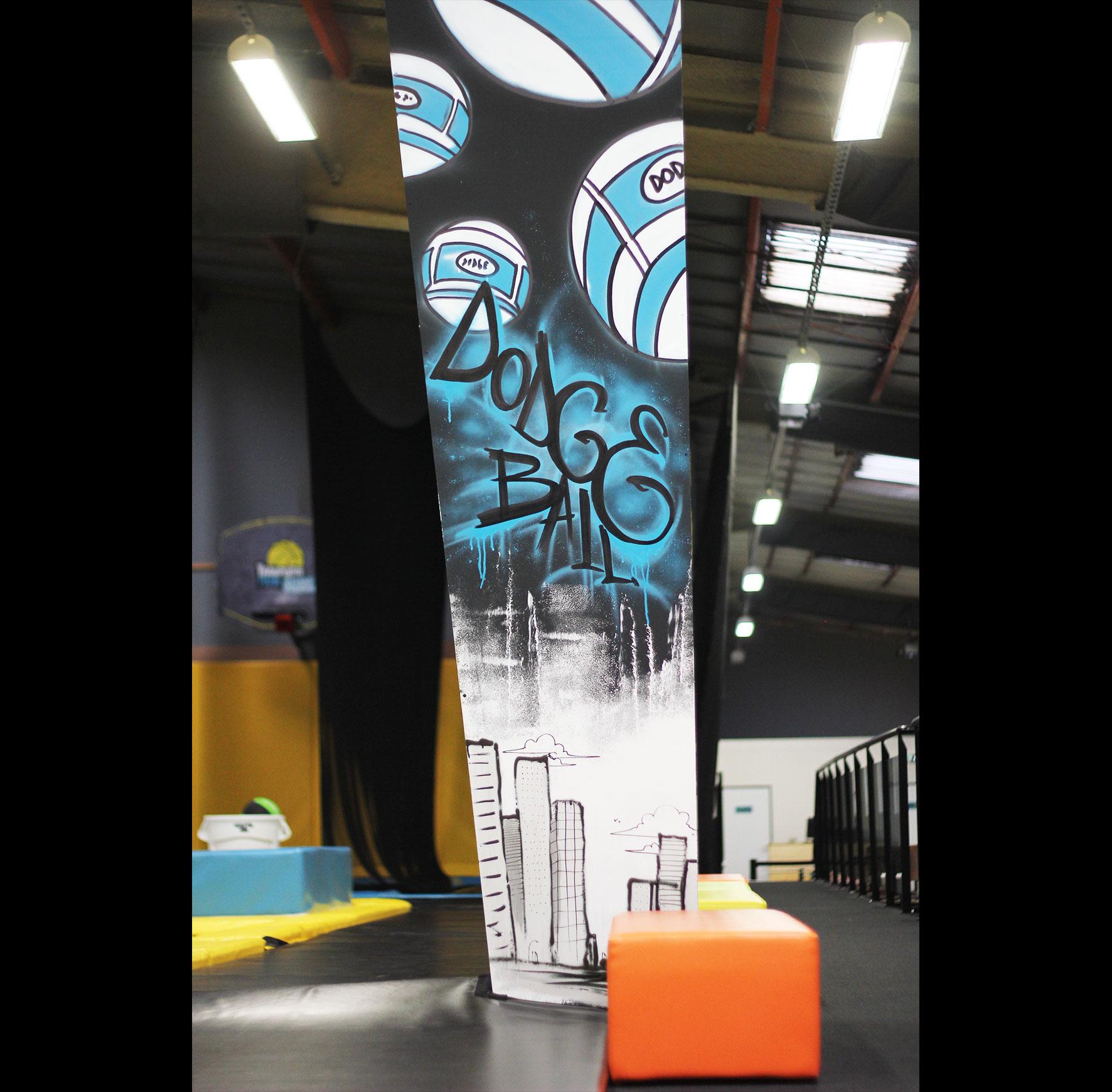Colonne graffiti dogeball ballon prisonnier