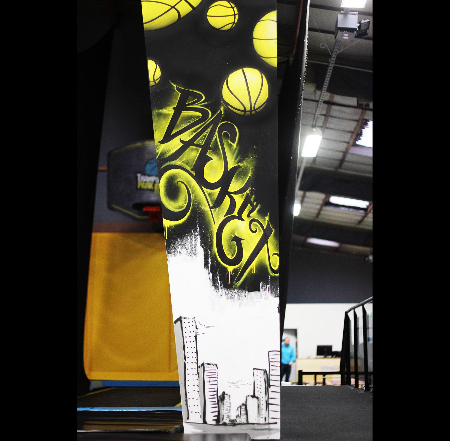 Colonne graffiti basketball street art