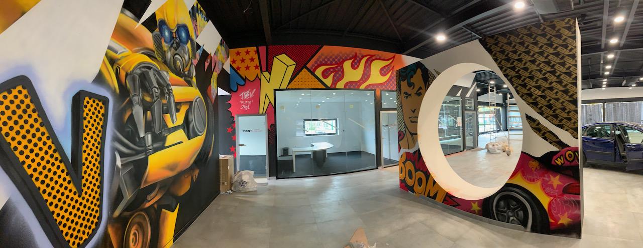fresque-graffiti-pop-art-fille-showroom-auto-08